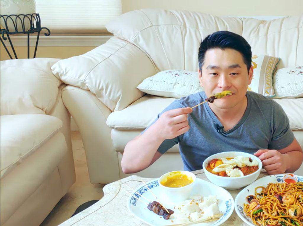 Cicip Sate Padang hingga Lontong Sayur, Begini Komentar YouTuber Amerika
