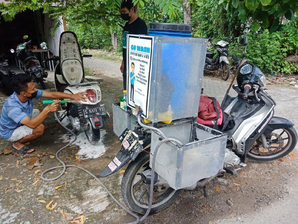Pemuda Jombang Ini Bangkit dari Pandemi dengan Jasa Cuci Motor-Mobil Online