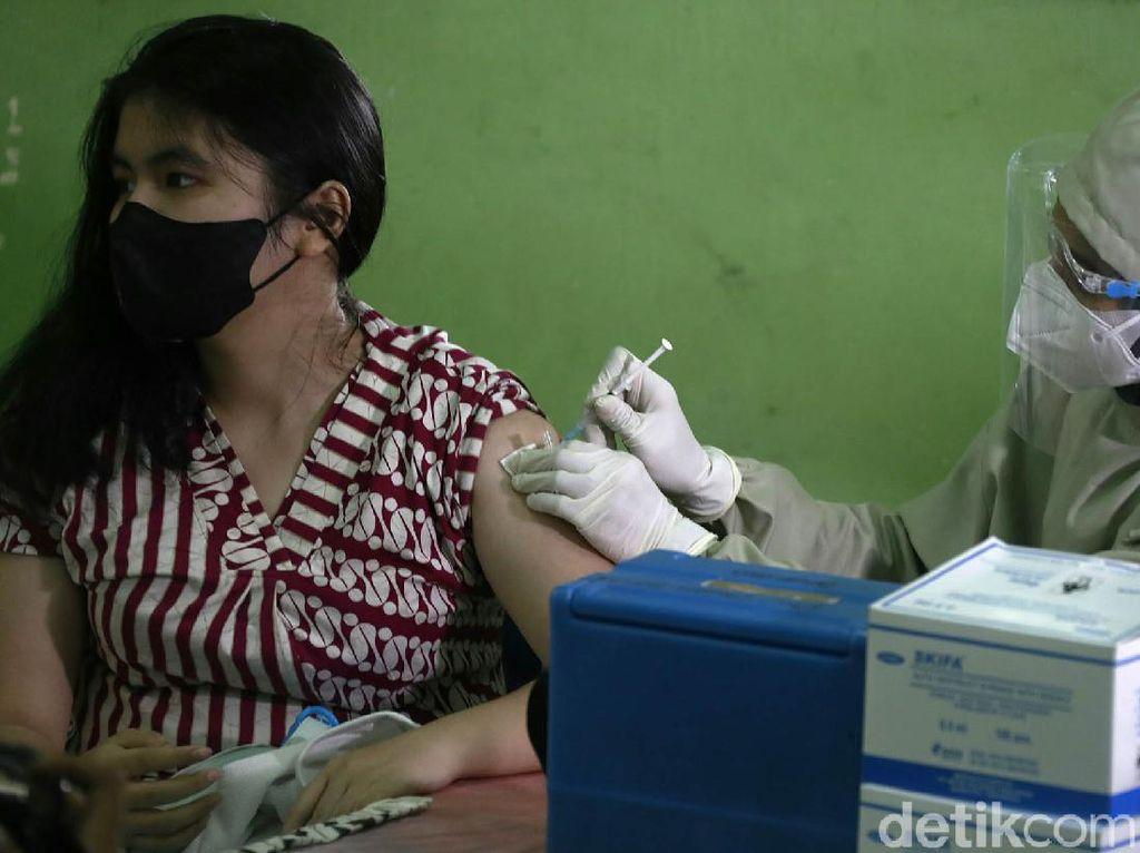 Kini Vaksin Anak Sasar Siswa SMAN 20 Jakarta