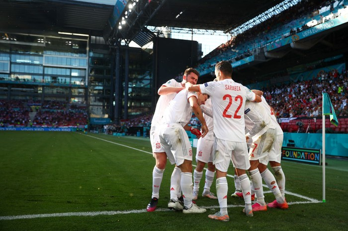 COPENHAGEN, DENMARK - JUNE 28: Cesar Azpilicueta of Spain celebrates with team mates after scoring their sides second goal during the UEFA Euro 2020 Championship Round of 16 match between Croatia and Spain at Parken Stadium on June 28, 2021 in Copenhagen, Denmark. (Photo by Hannah McKay - Pool/Getty Images)