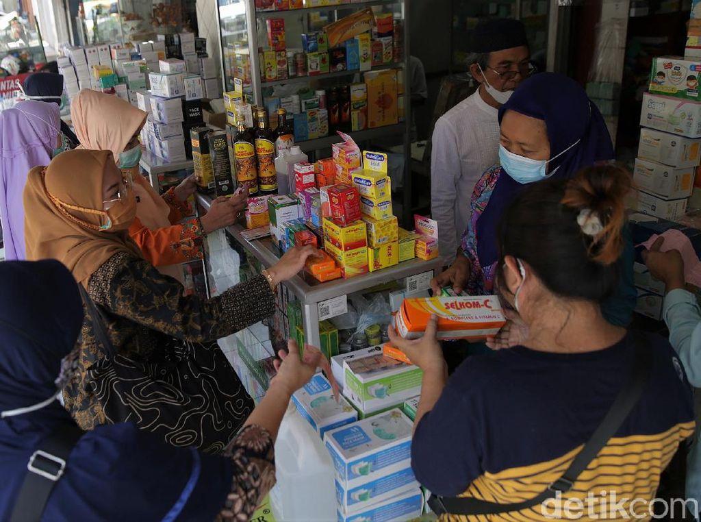Corona Menggila, Apotek di Bekasi Diserbu Warga