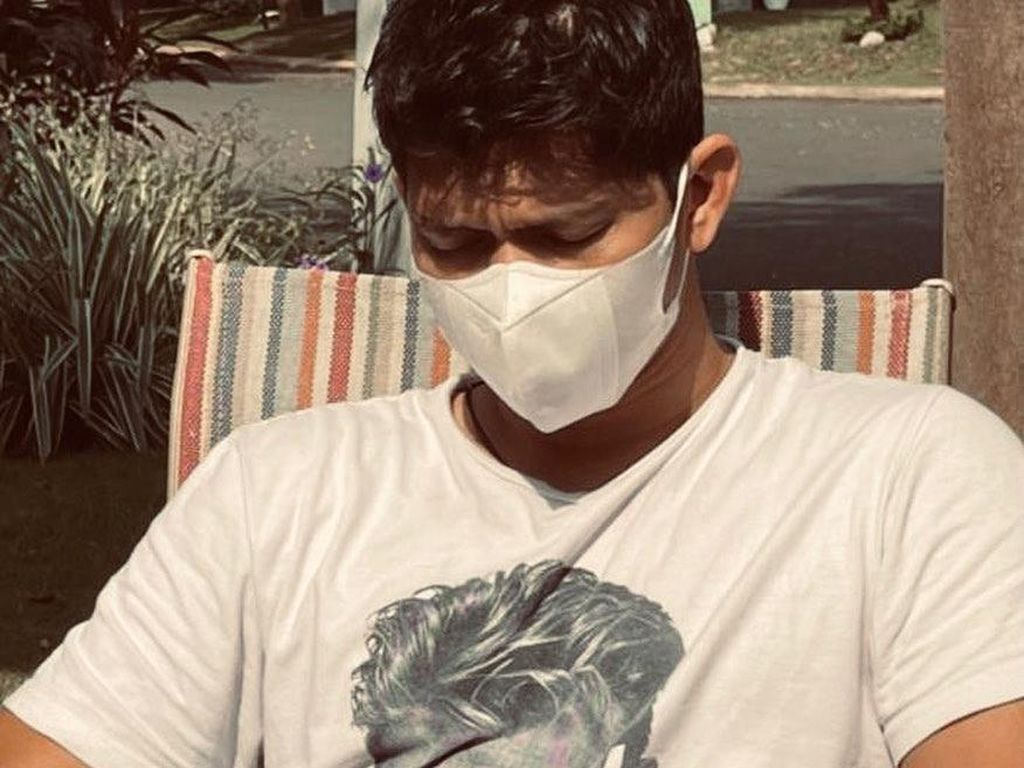 Iko Uwais Terpapar Virus Corona