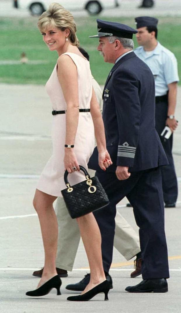 Nama tas mewah Lady Dior berasal dari kecintaan Lady Diana pada koleksi tas Dior yang diluncurkan tahun 1994 ini.
