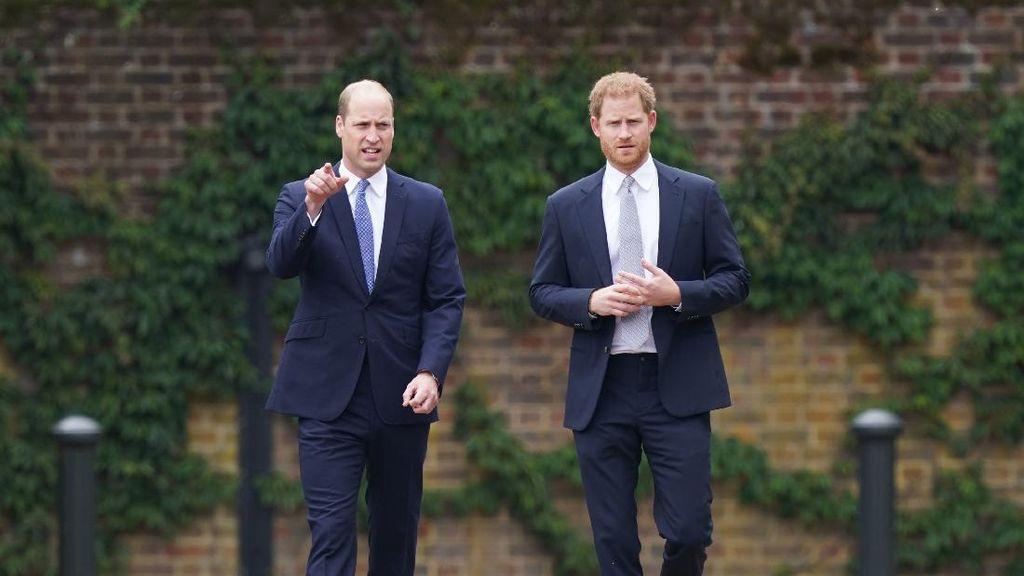 10 Momen Akrab Pangeran William dan Harry di Peresmian Patung Putri Diana