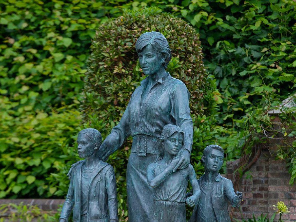 Makna Mendalam Patung Putri Diana dan 2 Anak Tak Bersepatu