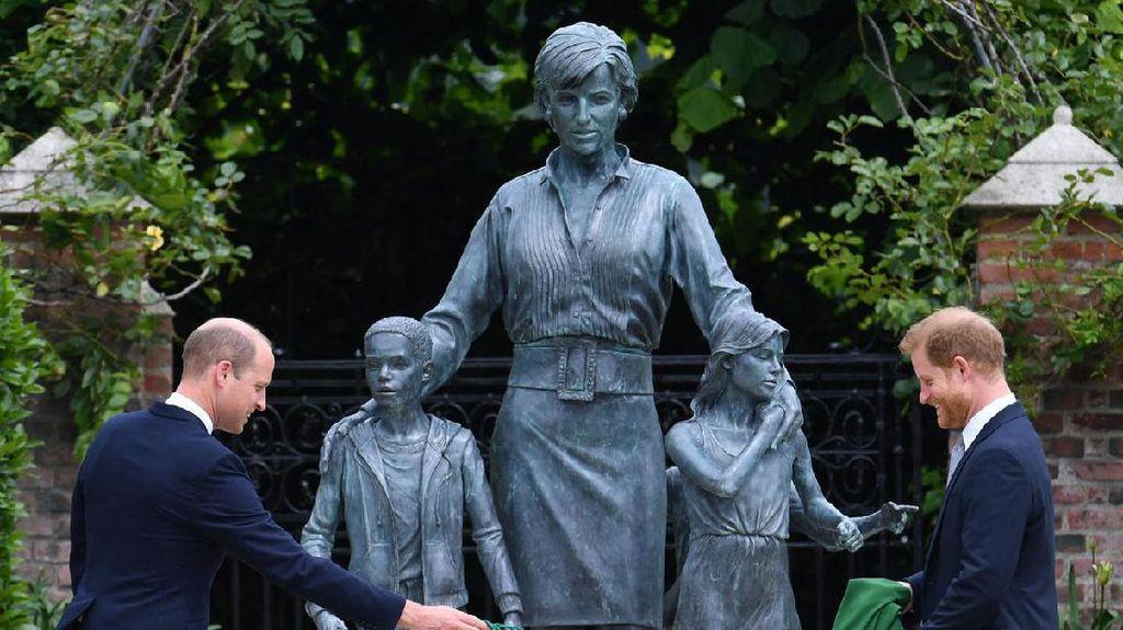 Baru! Patung Putri Diana di Istana Kensington