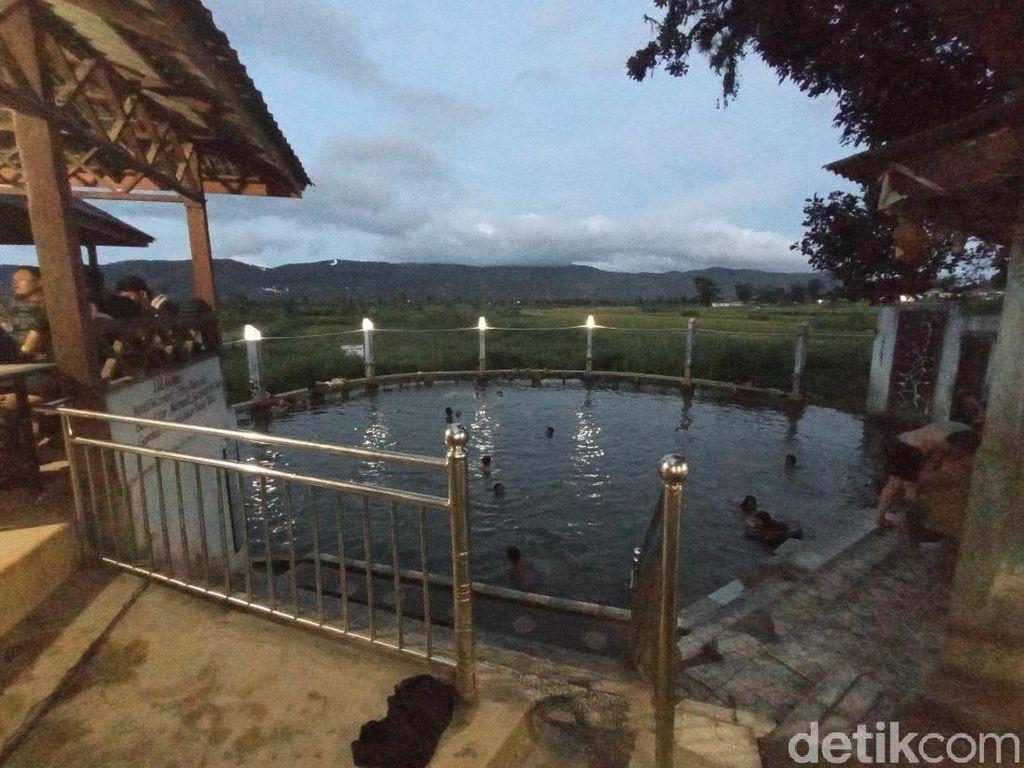 Kebanggaan! Ini Pemandian Air Soda Satu-satunya di Indonesia