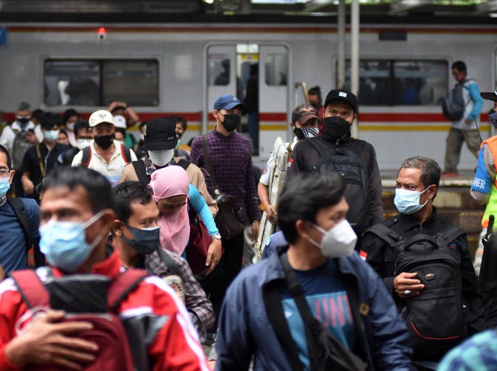Jumlah Penumpang KRL Turun saat PPKM Darurat, Tapi Masih Kecil Banget