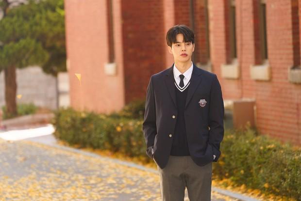 Song Kang dalam drama Love Alarm.