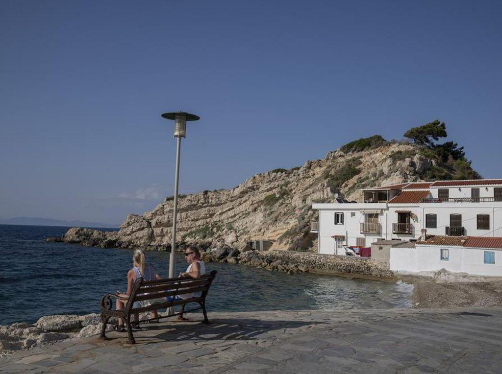 Buru-buru Buka Wisata, eh Yunani Sepi Turis