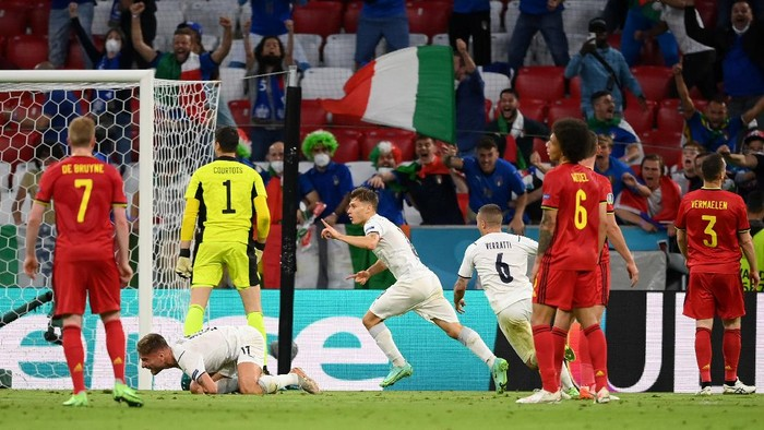 MUNICH, GERMANY - JULY 02: Nicolo Barella of Italy celebrates after scoring their sides first goal during the UEFA Euro 2020 Championship Quarter-final match between Belgium and Italy at Football Arena Munich on July 02, 2021 in Munich, Germany. (Photo by Matthias Hangst/Getty Images)