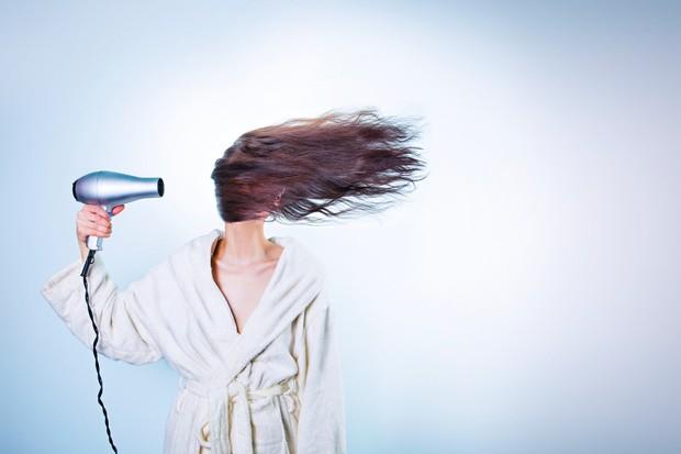 Selain bahan alami, kamu juga harus menghindari aktivitas-aktivitas yang dapat merusak rambut.