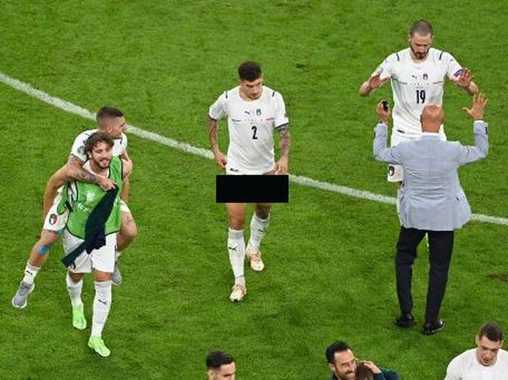 Belgia Vs Italia: Bek Azzurri Rayakan Kemenangan dengan... Lepas Celana!