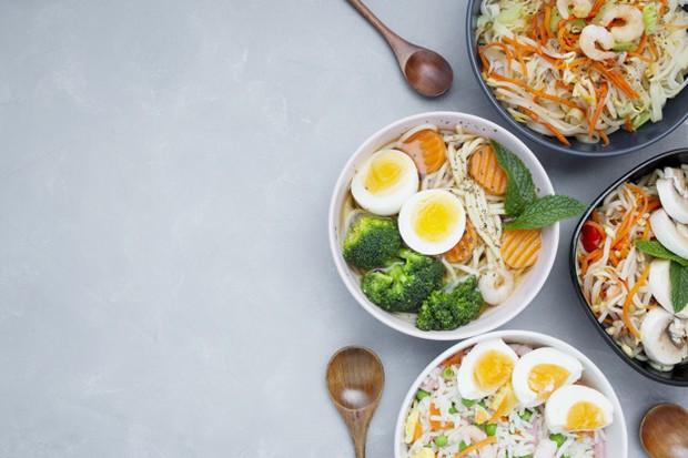 Mengonsumsi makanan sehat mampu memperbaiki mood