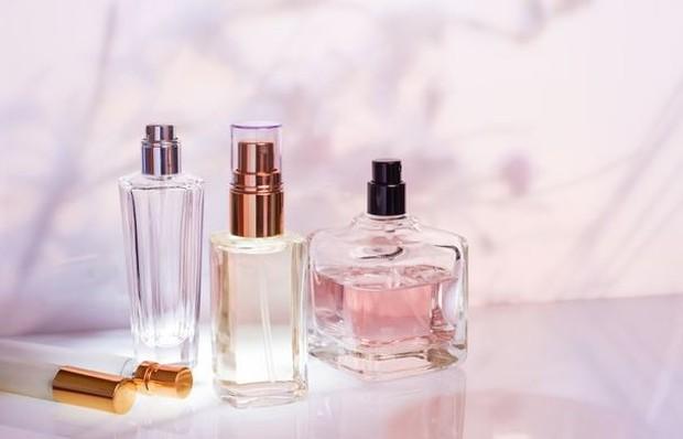 Perfume Bottles (Pict : Freepik.com/ira_evva)