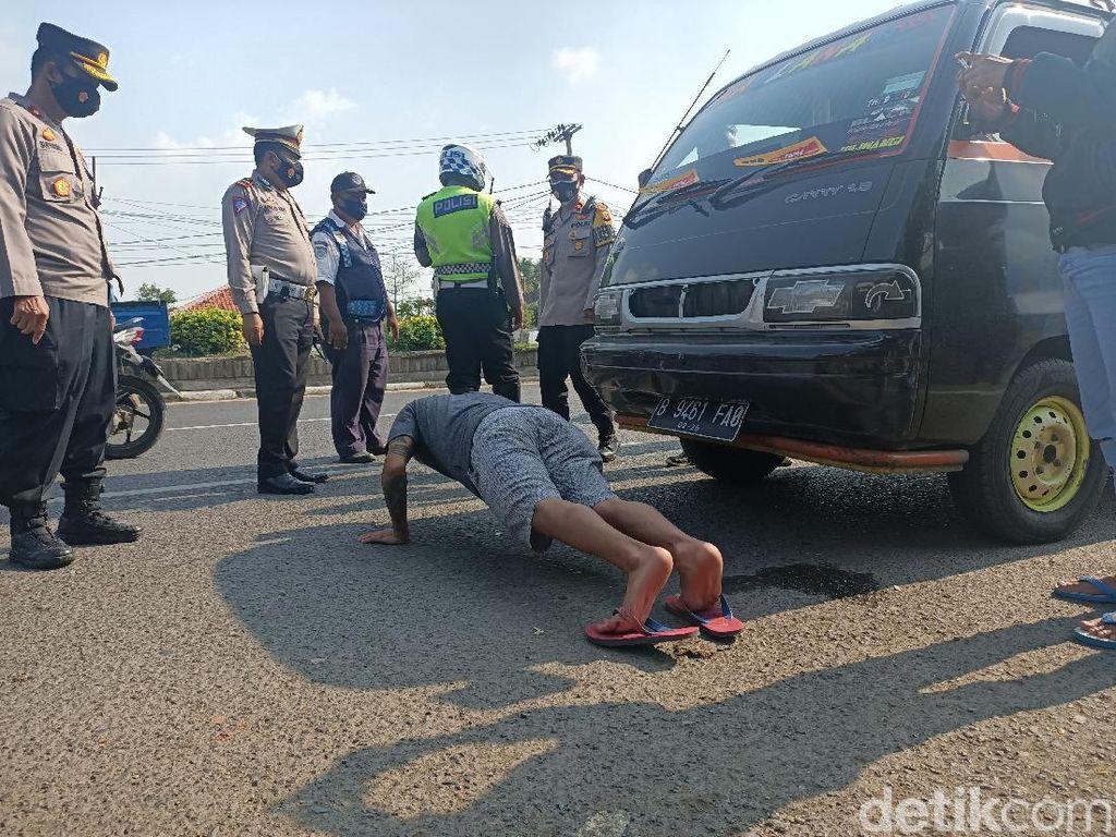 PPKM Darurat di Karawang, Warga Tak Bermasker Diganjar Push-Up