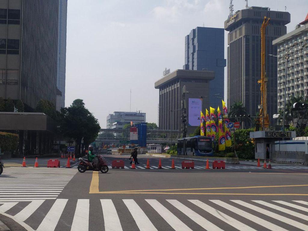 Jalan Depan Bundaran HI hingga Simpang Harmoni Disekat, Situasi Sepi