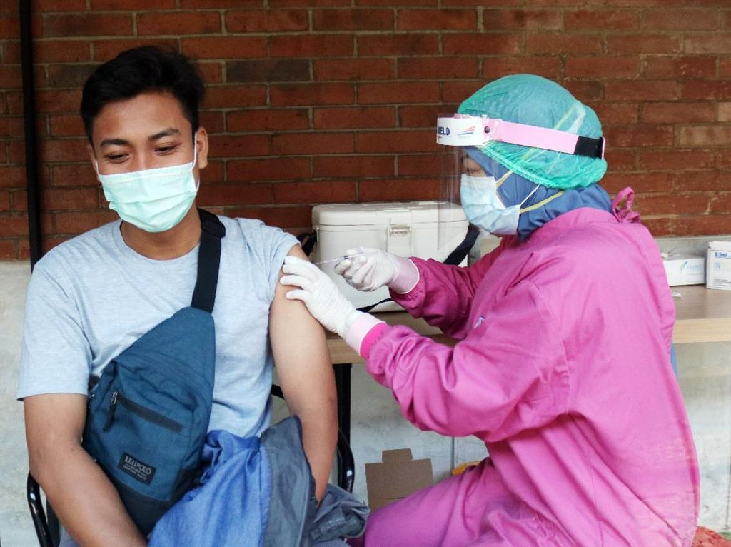 Traveler, Ini Daftar 13 Stasiun KAI Layani Vaksinasi Covid-19 Gratis Nih!