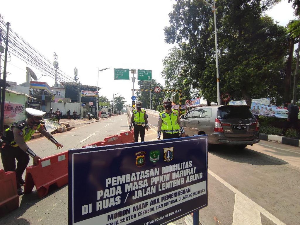 PPKM Darurat, Jalan dari Depok ke Jakarta Ditutup di Flyover Tapal Kuda LA