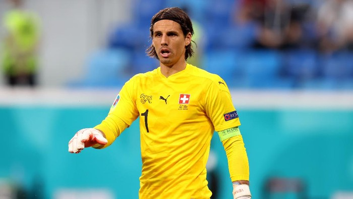 SAINT PETERSBURG, RUSSIA - JULY 02: Yann Sommer of Switzerland looks on during the UEFA Euro 2020 Championship Quarter-final match between Switzerland and Spain at Saint Petersburg Stadium on July 02, 2021 in Saint Petersburg, Russia. (Photo by Alexander Hassenstein/Getty Images)