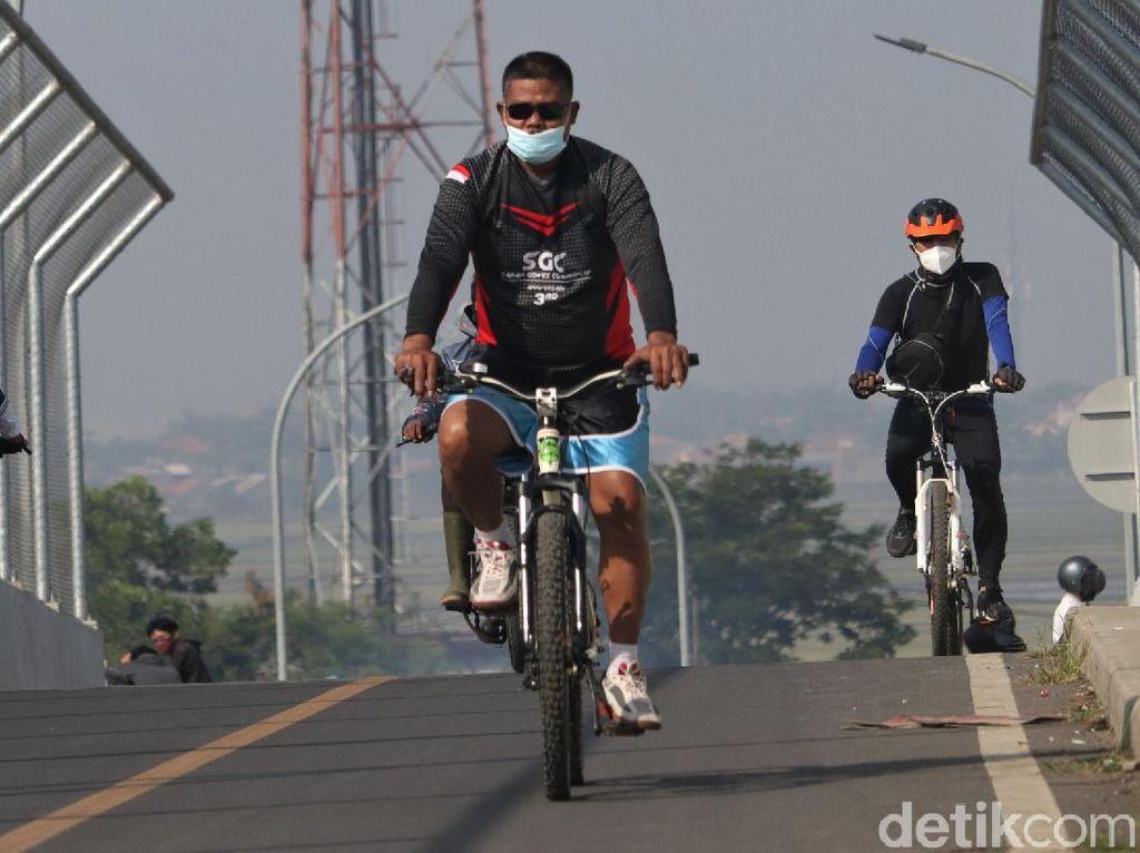 Bandung PPKM Darurat, Warga Wara-wiri Bersepeda di Akhir Pekan