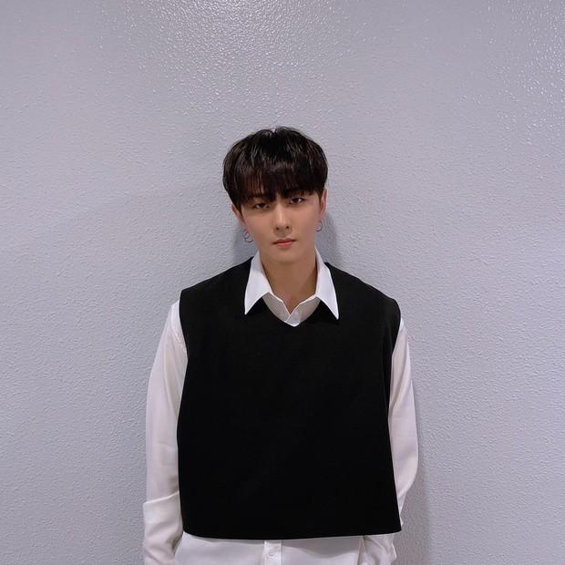 Donghyuk menjadi idol kpop selanjutnya yang berhasil dicasting di tiga agensi besar di Korea Selatan.