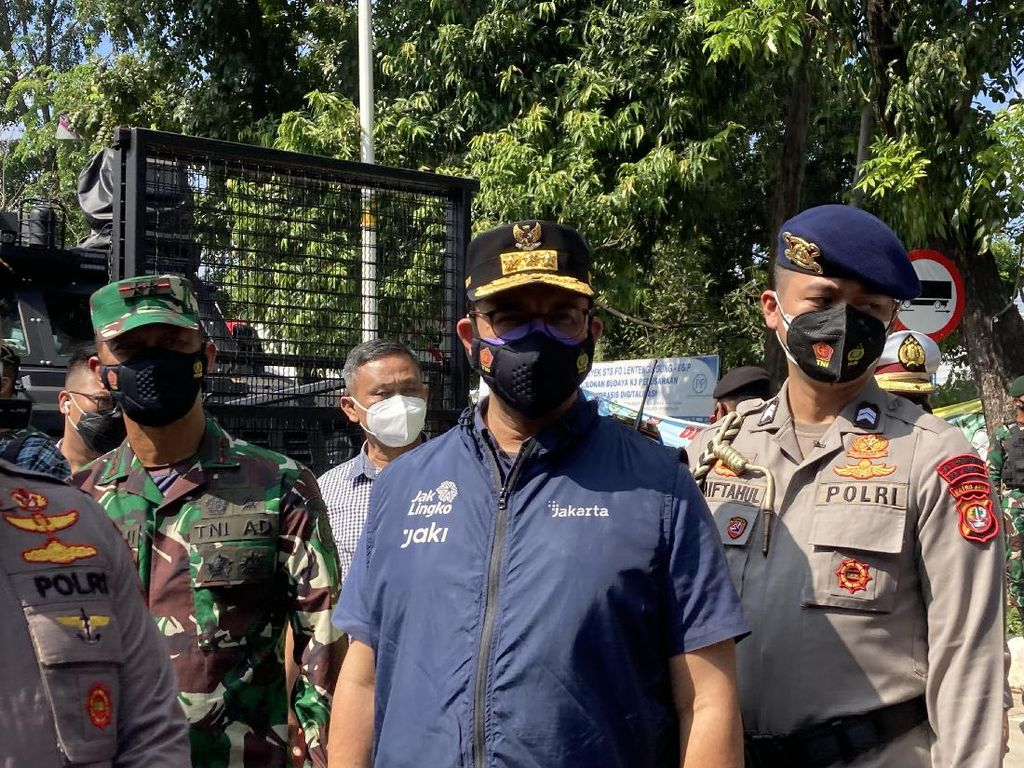 Anies-Pangdam-Kapolda Cek Penyekatan PPKM Darurat di Lenteng Agung