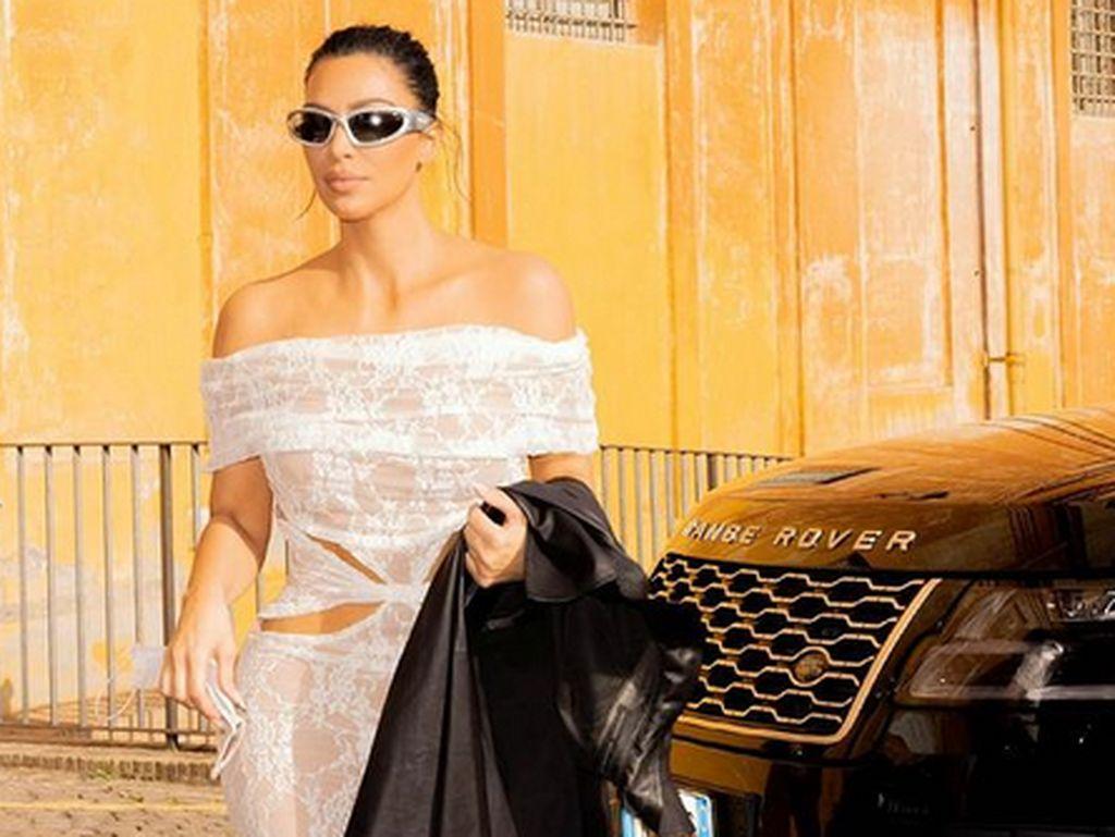 Kim Kardashian Laporkan Pria yang Kirim Pil Kontrasepsi