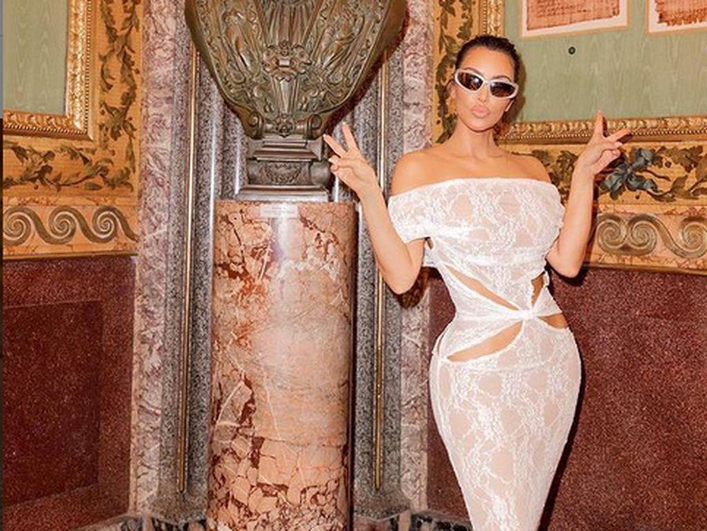 Pembelaan Diri Kim Kardashian Terkait Busana Tak Sopan Saat di Vatikan