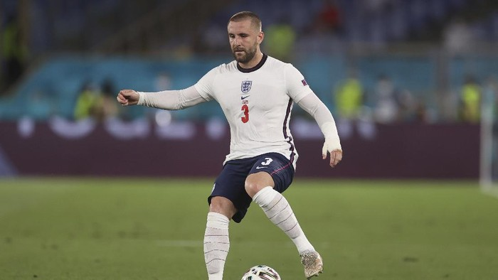 Englands Luke Shaw controls the ball during the Euro 2020 soccer championship quarterfinal soccer match between Ukraine and England at the Olympic stadium, in Rome, Italy, Saturday, July 3, 2021. (Lars Baron/Pool Photo via AP)