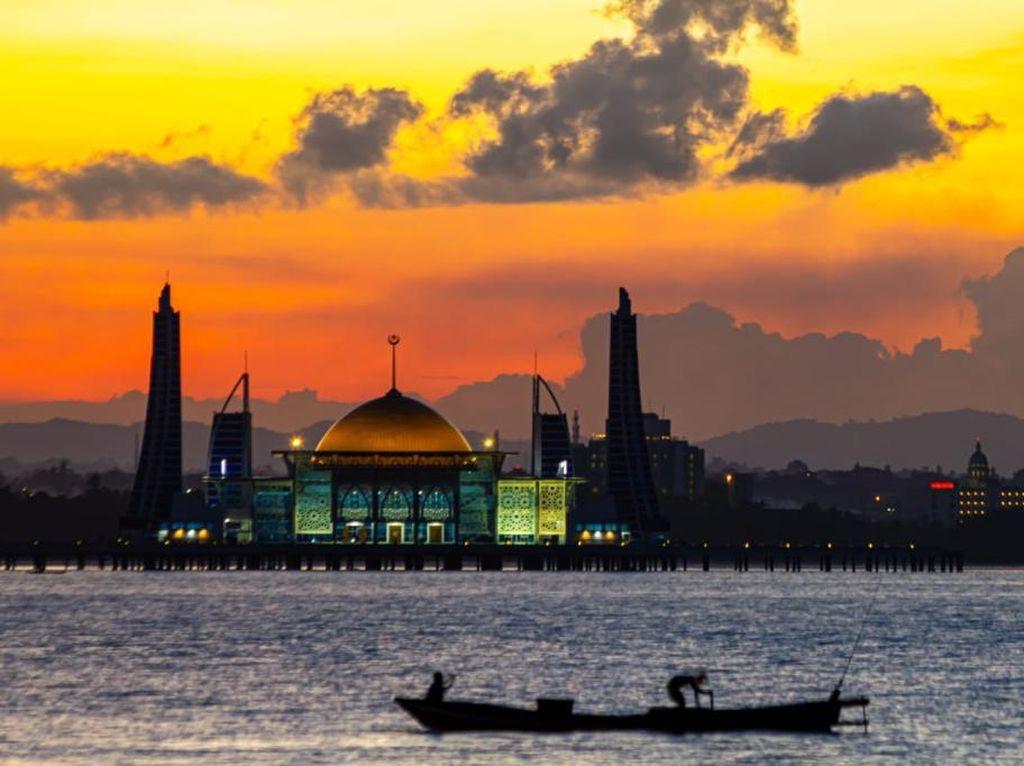 Masya Allah! Cantiknya Masjid Terapung Al-Alam