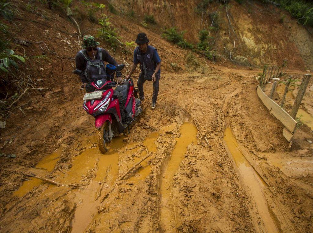 Tolong, Jalan Penghubung Desa di Kalimantan Selatan Rusak