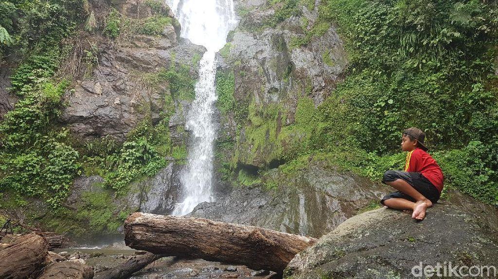 Foto: Air Terjun di Mamasa yang Cantik tapi Tersembunyi