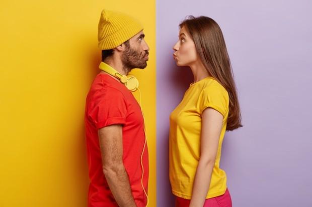 Ciuman dahi biasanya dibagikan dengan seseorang yang spesial karena sifatnya yang penuh kasih sayang dan perhatian.