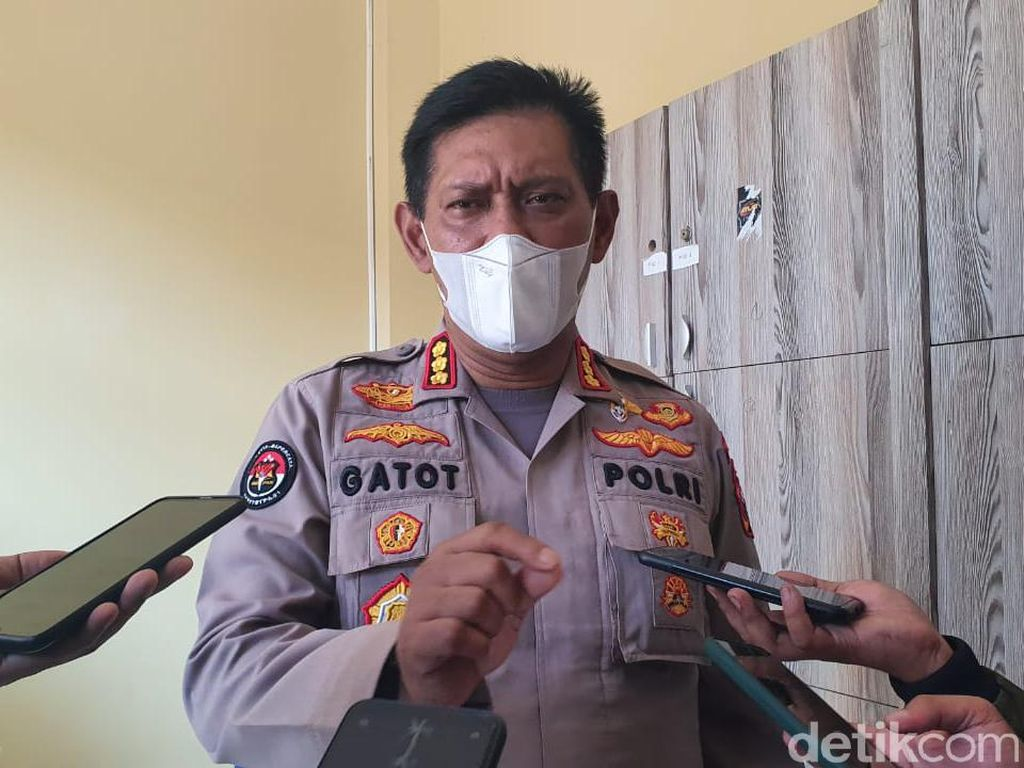 Polisi Akan Tindak Perusahaan Non-esensial di Jatim yang Masih WFO
