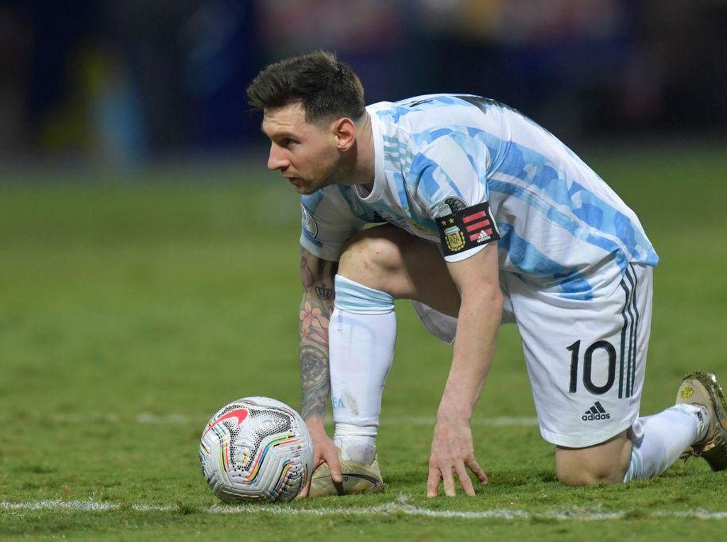 Maaf, Ronaldo... Lionel Messi Masih Lebih Top dalam Gol Free Kick