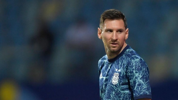 GOIANIA, BRAZIL - JULY 03: Lionel Messi of Argentina warms up prior to a quarter-final match of Copa America Brazil 2021 between Argentina and Ecuador at Estadio Olimpico on July 03, 2021 in Goiania, Brazil. (Photo by Pedro Vilela/Getty Images)