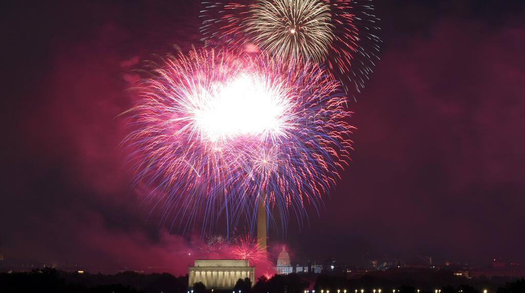 Melihat Kemeriahan Pesta Kembang Api Kemerdekaan AS