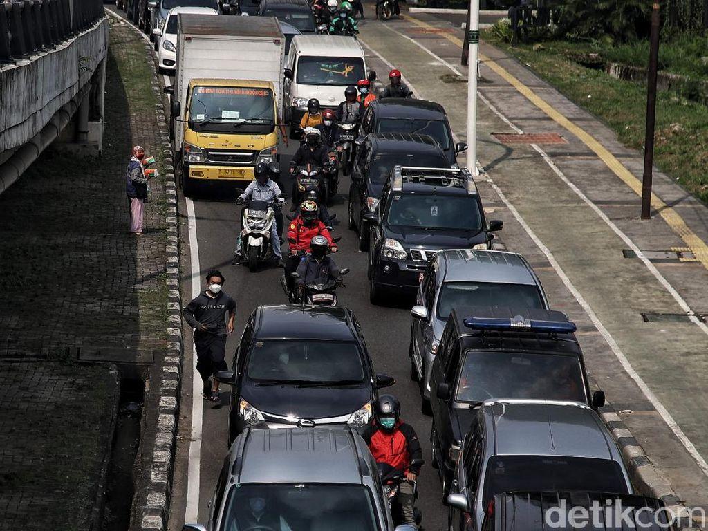 Ngeri Mobilitas Tinggi Warga di DKI Saat Ganas-ganasnya Corona Delta