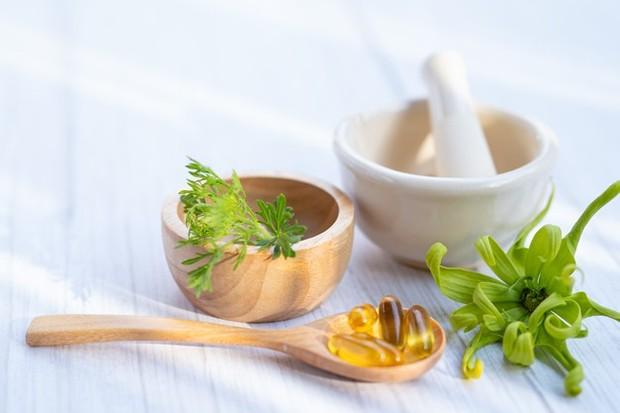Tak hanya bantu jaga kesehatan kulit, vitamin E juga mengandung antioksidan sebagai pelindung kekebalan tubuh.