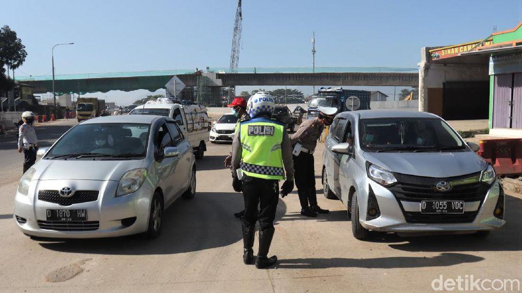 Ada Penyekatan, Puluhan Mobil Diputar Balik di Exit Tol Cileunyi