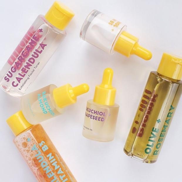 Bloomka Sugarcane + Calendula Exfoliating Facial Toner punya kandungan empat AHA natural yang aman dan efektif bekerja di kulit.