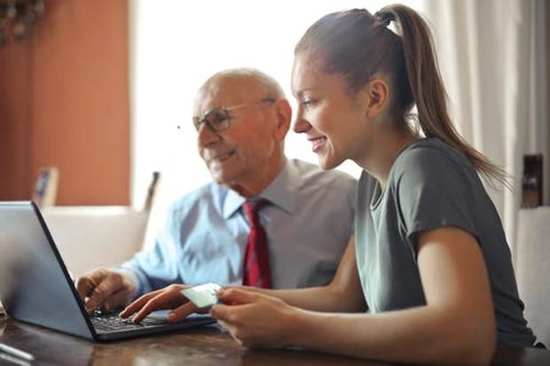Cara mengatur keuangan dengan kurangi iri dan gengsi