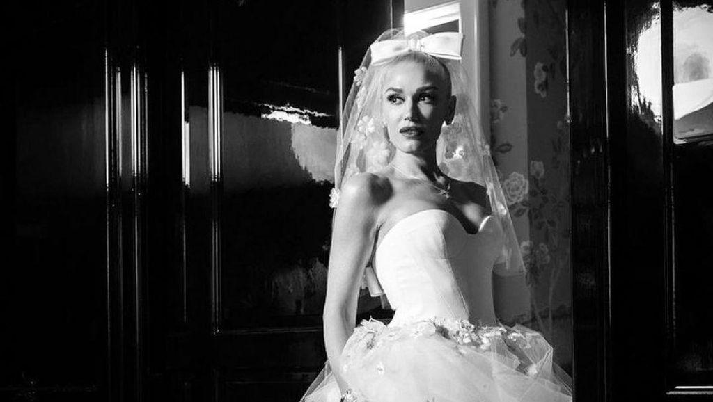 Foto: Gwen Stefani Menikah, Cantik Pakai Gaun Pengantin Vera Wang