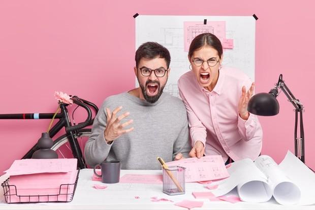 Tanamkan etika dan profesionalitas, hindari pertengkaran pribadi di kantor.