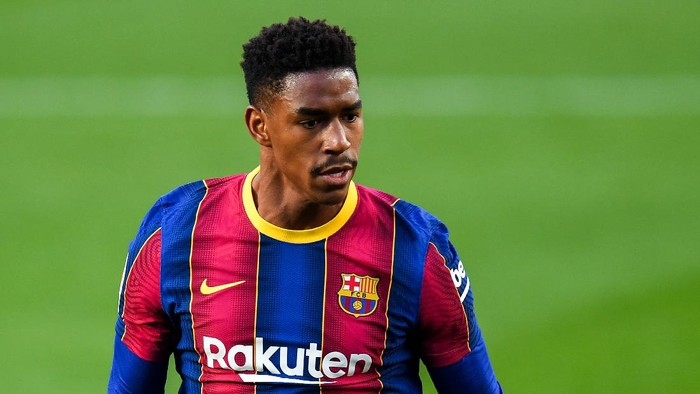 BARCELONA, SPAIN - NOVEMBER 29: Junior Firpo of FC Barcelona looks on during the La Liga Santander match between FC Barcelona and C.A. Osasuna at Camp Nou on November 29, 2020 in Barcelona, Spain. (Photo by David Ramos/Getty Images)