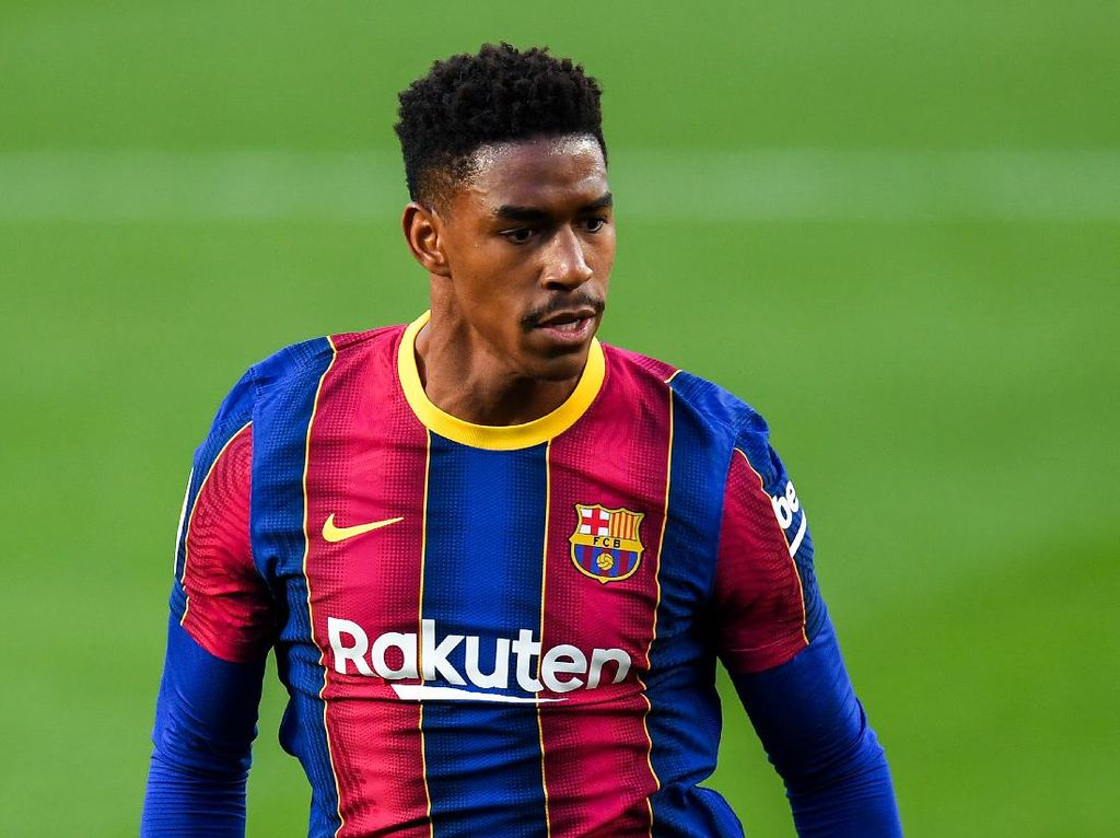 Barcelona Resmi Lepas Junior Firpo ke Leeds United
