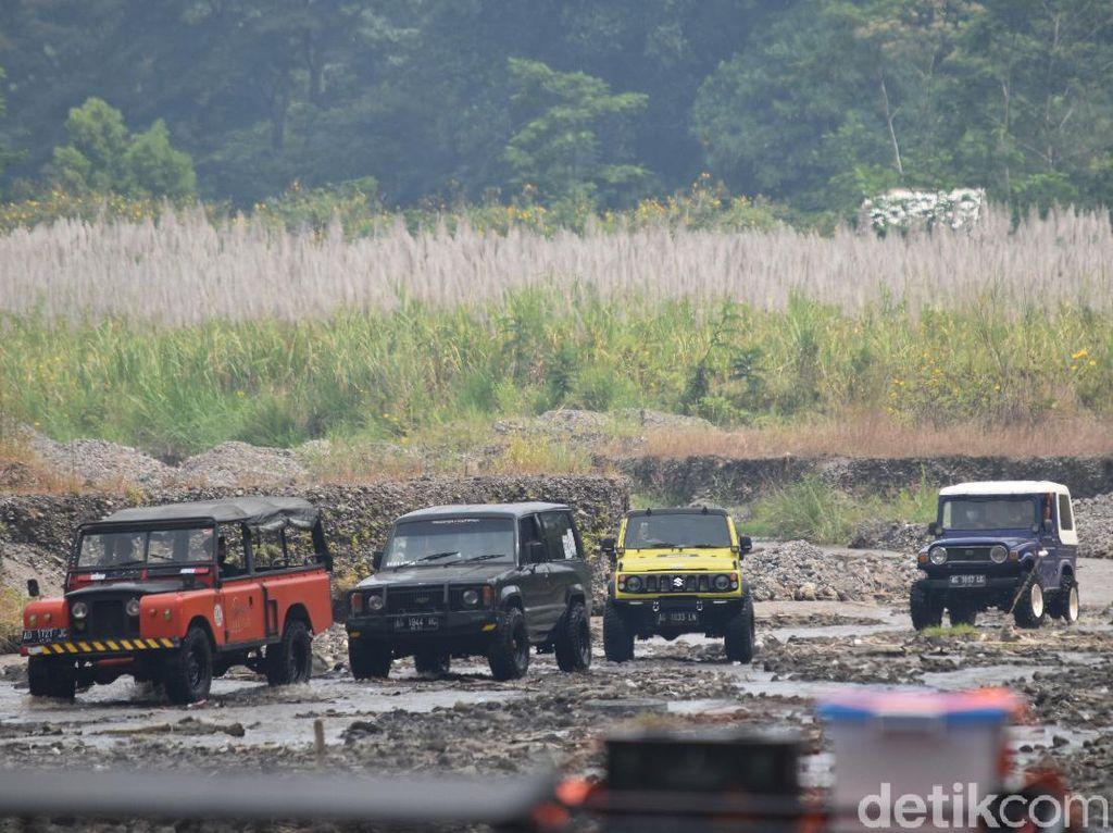 Foto: Seru-seruan Naik Jeep Menaklukkan Trek Gunung Kelud