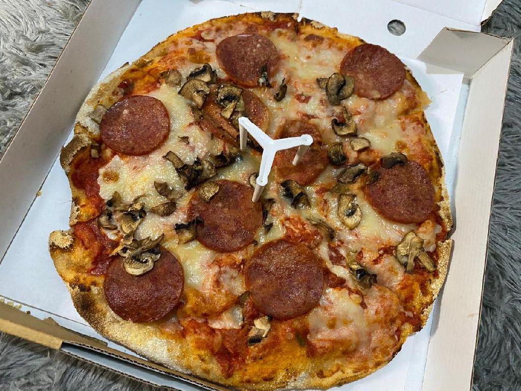 Yummy! Cicip Pizza Gaya Roma yang Dibuat Langsung oleh Chef Italia