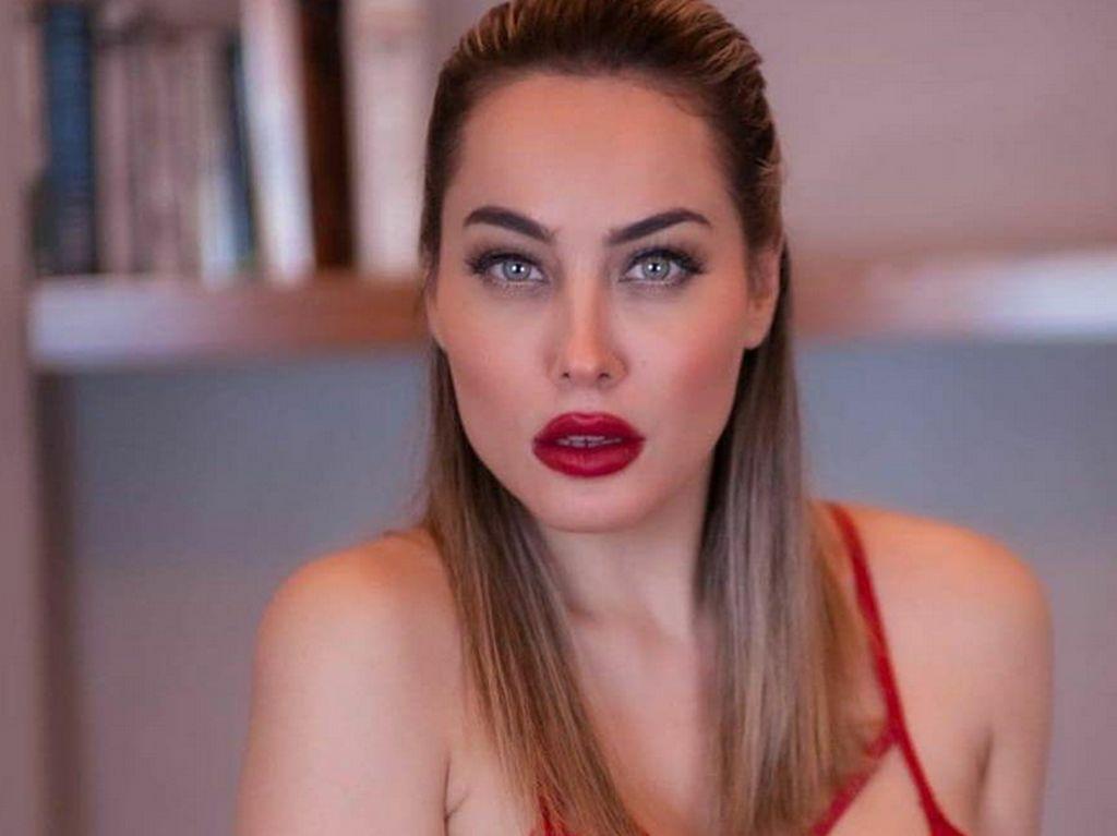 Foto: Model Ini Sempat Viral karena Beri Janji Syur ke Pemain Bola Italia